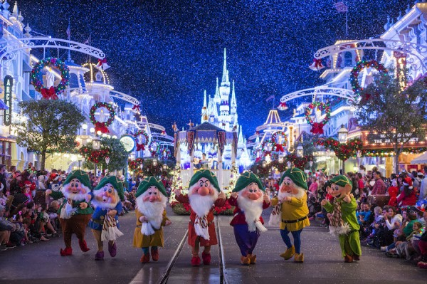 disney christmas castle magic kingdom dwarfs