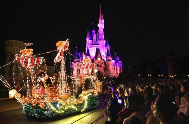 Disney WDW Electric Parade 1